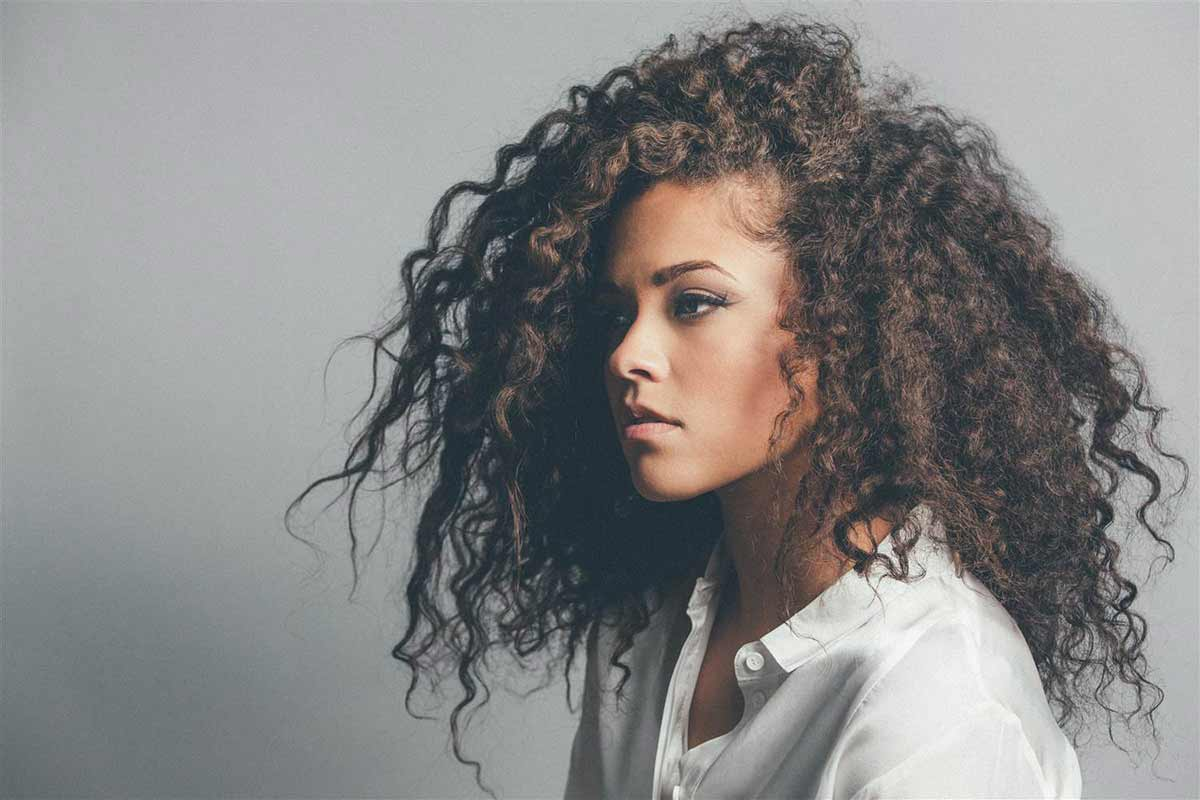 An image of vocalist Eryn Allen Kane